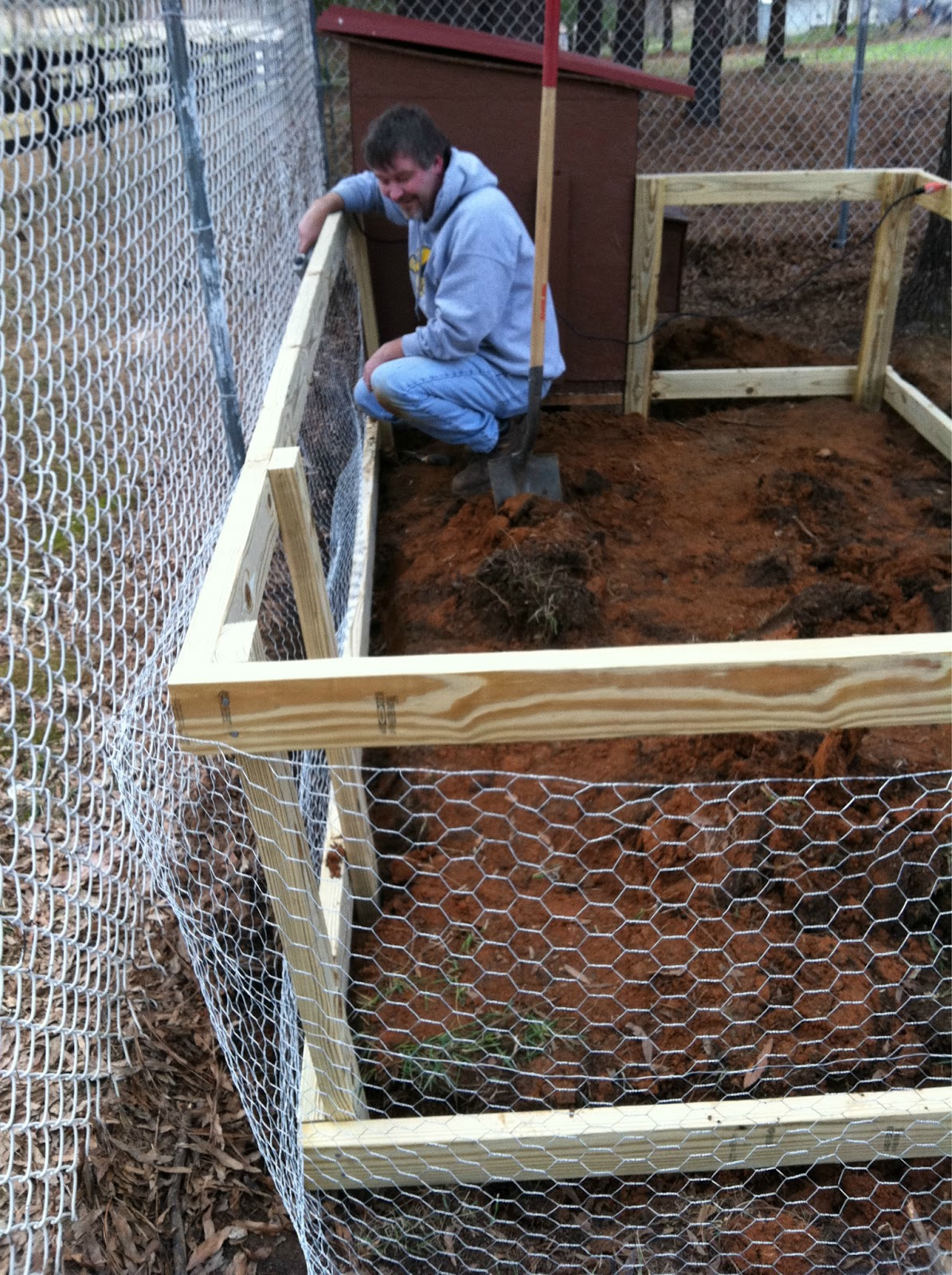 how to build an enclosed chicken run